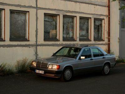 gebraucht Mercedes 190 2.0 - Wenig Rost, 8-Fach bereift!