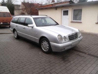 gebraucht Mercedes E290 Elegance, AHK, Kombi