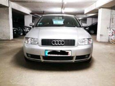 gebraucht Audi A4 Limousine 2.4 l Benzin Scheckheft 2 Satz Bereifung