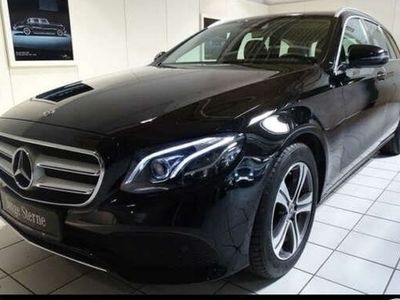 gebraucht Mercedes E220 4M T AVANTGARDE NAVI+COMAND+MULTIBEAM+LE