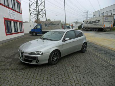gebraucht Alfa Romeo 147 1.6 TS16V Distinctive*Klima*Leder*Alu*S.Dach