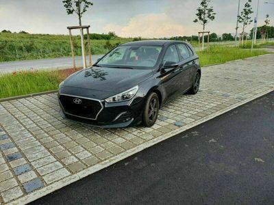 gebraucht Hyundai i30 1.0 T-GDI Select Werksgarantie