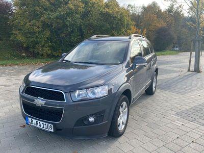 gebraucht Chevrolet Captiva 2.4 2WD LT *SEHR GUTER ZUSTAND* als SUV/Geländewagen/Pickup in Ludwigsburg
