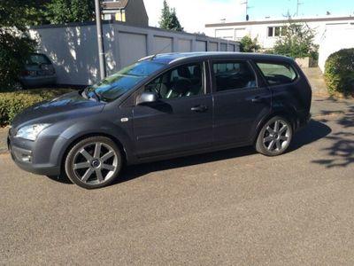 gebraucht Ford Focus Turnier 1.6 16V Ghia