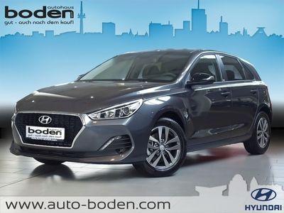 gebraucht Hyundai i30 5-Türer 1.6 CRDi 7-DCT Sonderedit. YES! NAV
