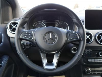 gebraucht Mercedes B180 STYLE * BUSINESS-PAKET * STANDHEIZUNG * LED HIGH SCHEINWERFER * NAVI GARMIN