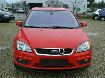 gebraucht Ford Focus 1.6 Ghia