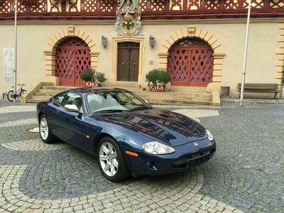 gebraucht Jaguar XK8 4.0 V8 Coupe KLIMAAUT+LEDER+ALU 18 Zoll als Sportwagen/Coupé in Bad Staffelstein