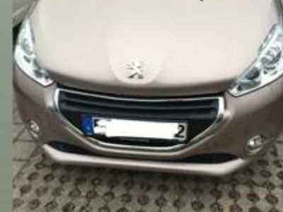 used Peugeot 208 Allure silver-blossom mit LED-Paket und Panoramadach