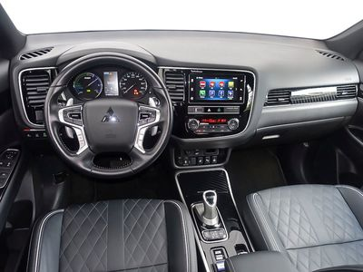 gebraucht Mitsubishi Outlander P-HEV 2,4 4WD SHZ PDC Leder