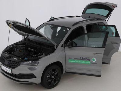 gebraucht Skoda Karoq SPORTLINE TSI DAB|SHZ|LED| | Vorführwagen | Geländewagen/SUV | HAL048173