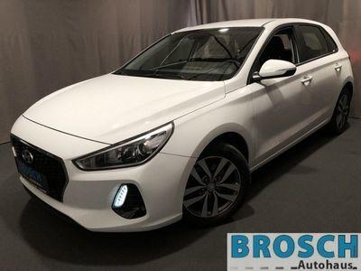 gebraucht Hyundai i30 1.6CRDi AUTOMATIK TREND SHZ+LHZ+SPURHALT+PDC