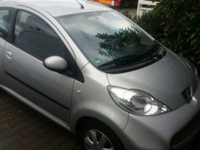 gebraucht Peugeot 107 Halbautomatic 1. Hand Farbe S...
