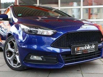 gebraucht Ford Focus FocusTURNIER ST* LEDER* XENON* NAVI SYNC3