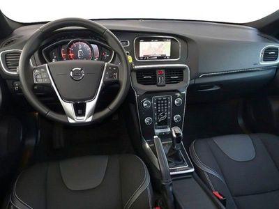 gebraucht Volvo V40 T2 2.0 Momentum NP: 32.435,- / EU6 / RFK / SitzHzg / Navigation