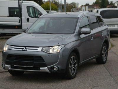 gebraucht Mitsubishi Outlander Intense ClearTec 4WD 1Hand als SUV/Geländewagen/Pickup in Sinsheim