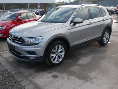 gebraucht VW Tiguan 2.0 TSI DSG 4MOTION HIGHLINE * BUSINESS-PREMIUM * AHK * NAVI * PARK ASSIST * ACTIVE INFO DISPLAY