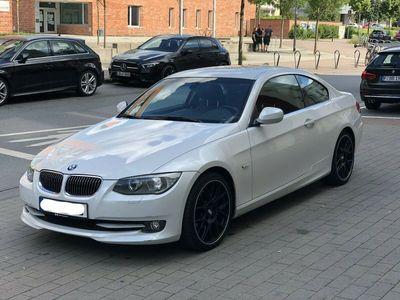 gebraucht BMW 325 i Coupe Aut. Leder/Navi/ 19 Zoll BBS Felgen als Sportwagen/Coupé in Frankfurt am Main