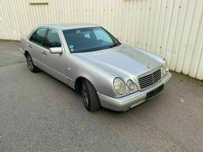 gebraucht Mercedes E230