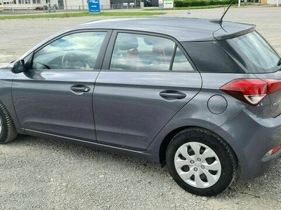 gebraucht Hyundai i20 1.2 62 KW/85 PS grau AHK Garantie