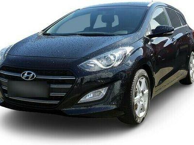 gebraucht Hyundai i30 i301.4 Sondermodell Passion Blue Kombi Einparkh