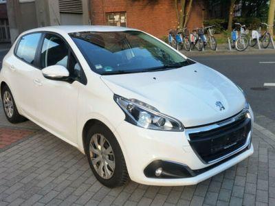 käytetty Peugeot 208 1.6 Active BlueHDi 100 Stop & Start Navi LED