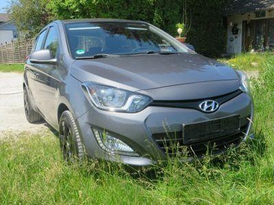 käytetty Hyundai i20 Trend Autom. *Klima, PDC, 8-fach bereift*