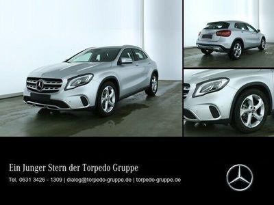 gebraucht Mercedes GLA200 LED+KEYLESS+PTS+SHZ+KLIMA+MEDIADISPLAY+L