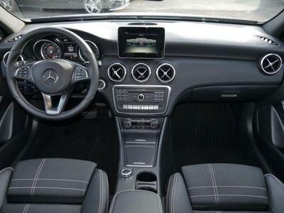 gebraucht Mercedes A180 d Urban*Night-Paket*Navi*Parkass.