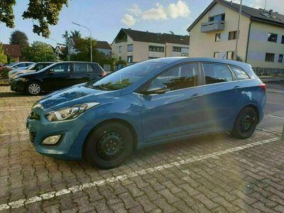 gebraucht Hyundai i30 CW 1.4 Benzin Intro Edition Er...