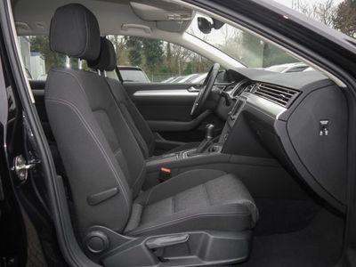 gebraucht VW Passat Variant 1.6 TDI Comfortline (Navi Einparkhilfe)