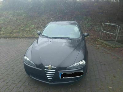 gebraucht Alfa Romeo 147 1.9 JTD 16V M-Jet DPF Progression als Limousine in Buseck