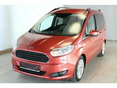 gebraucht Ford Tourneo Courier Titanium AHK*Klima*Freisprechanlage