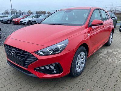 """gebraucht Hyundai i30 """"Start"""" (1) 1.5 Benziner 110PS, Rot, Klimaanlage, Tempomat, Radio/DAB/Bluetooth, Alarmanlage, Spurhalteassistent, Müdigkeitserkennung, Zentralverriegelung mit Fernbedienung, Nebelscheinwerfer, Reserverad, elektr. Fensterheber vorne"""