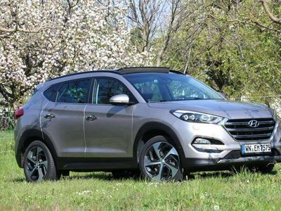 gebraucht Hyundai Tucson 2.0 CRDi 4WD Automatik Premium 8-Fach bereift.