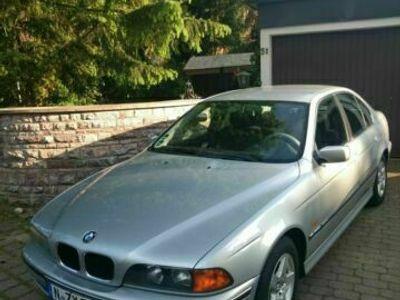 gebraucht BMW 520 i AUTOMATIK SILBER METTALIC