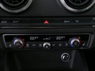 gebraucht Audi A3 Limousine 1.6 TDI sport Xenon|Navi|SHZ|PDC