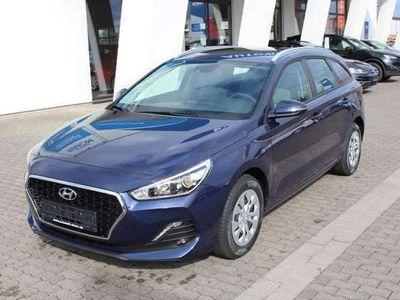 gebraucht Hyundai i30 Kombi TREND RADIO KLIMA TEMPOMAT NSW AEB DAA FCWS LKAS