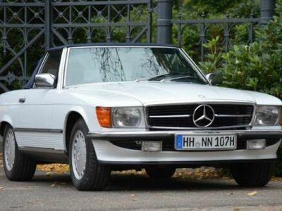 używany Mercedes 560 SL arktikweiß unfallfrei, Erstlack, Hardtop