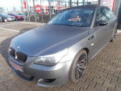 gebraucht BMW M5 SCHECKHEFTGEPLEGT BEI SPORT AUTOMATIK GETRIEBE