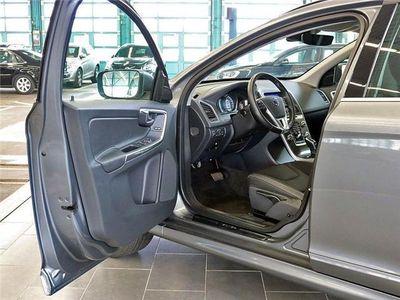 gebraucht Volvo XC60 D4 AWD MJ 2016 Momentum Autom. Kamera Kinders. Pa