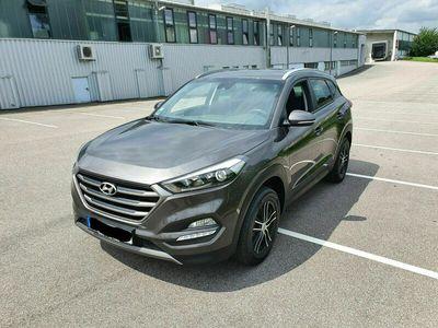 gebraucht Hyundai Tucson blue 1.6 GDi 2WD Advantage (großes Navi)