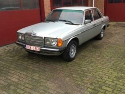 käytetty Mercedes 220 W123