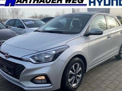 gebraucht Hyundai i20 blue 1.0 T-GDI DCT Trend Klima SHZ PDC