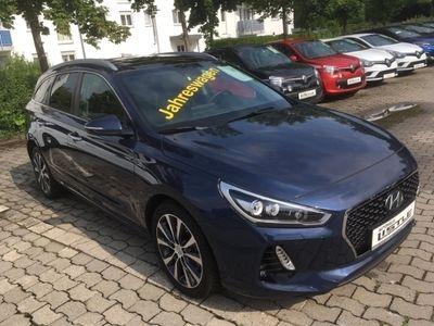 gebraucht Hyundai i30 cw NEW Kombi 1,4 Benzin, Turbo M/T PREMIUM Navigat