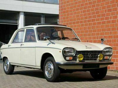 gebraucht Peugeot 204 Limousine, total original und unberührt