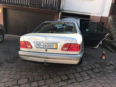 gebraucht Mercedes E300 Diesel•W210Elegance•AHK•1-Hand•Neu Insp•217.000Km!