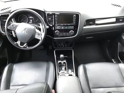 gebraucht Mitsubishi Outlander Top 2,2 DI-D 4WD Aut. * LED * SHZ *