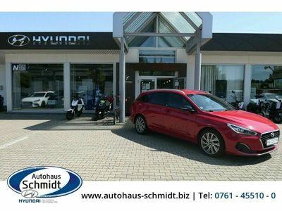 gebraucht Hyundai i30 Passion + 1.0 T-GDI LED Navi Rückfahrkam. Fernlichtass. LED-hinten LED-Tagfahrlicht