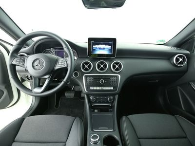 gebraucht Mercedes A180 A-KlasseLimousine Park-Assist PanoSHD